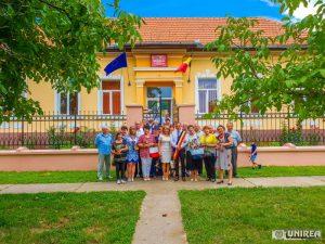 fii-satului-pianu01