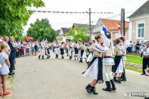 fii-satului-pianu26