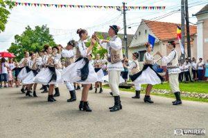 fii-satului-pianu28